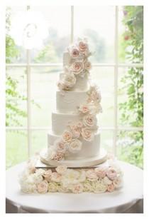wedding photo - Modern Striking Sugar Rose Cascade Floral Wedding Cake (photo Credit: Jojo Stott Photography) #floralweddingcakes #weddingcakes