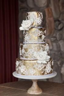 wedding photo - The Ultimate Wedding Cake Glossary