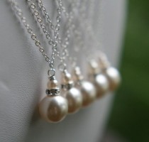 wedding photo - Love The Idea Of A Traditional Drop Pearl Necklace. Maybe For My Bridesmaids?