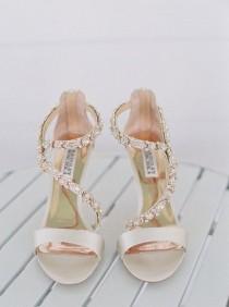 wedding photo - De Que Cor Serão Os Teus Sapatos? #casamentos #casamentospt #casamento #wedding