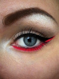 wedding photo - Bright Colored Eyeliner