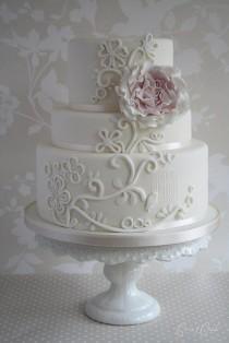 wedding photo - Bird Sanctuary Wedding Cake