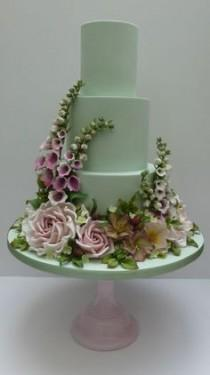 wedding photo - SCRUM DIDDLY - Wedding Gallery - So Skillful, A Perfect Dream Of A Cake! #weddingcakes