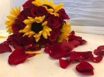 wedding photo - Fresh Sunflower bouquet, Fresh Red Rose Bouquet, Rose Bouquet, Fresh Bouquet, Autumn Bouquet, Bridal Bouquet, Fresh Fall Bouquet