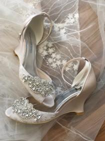 wedding photo - Comfortable, classic wedding sandals with wedge heel, silver color crystals and pearls detail