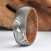 wedding photo - Whisky Barell Wood Mens Wedding Ring Twist Damascus Steel Wood Ring Lined with Whisky Barrel White Oak Mens Wedding Band