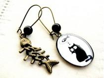wedding photo - Ovale Earrings Cat and fishbone, bronze and glass.