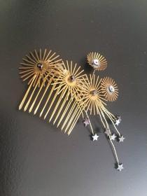 wedding photo - Gold Disc Bridal Comb. Black Star Headpiece. Modernist Hair Accessory. Black Tie Headpiece.