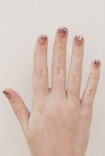 wedding photo - Nail Files: DIY Glitter Tipped Mani