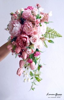 wedding photo - Bridal Bouquet Shape