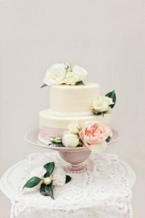 wedding photo - Peach-Inspired Tabletop Design
