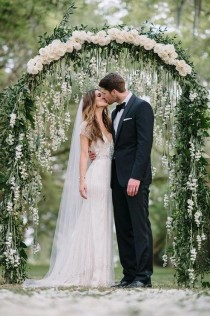 wedding photo - 8 Wedding Trends For This Season   Rose Style Guides