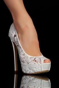 wedding photo - Escarpins Dentelle Bout Ouvert: Très Belles Finitions Pour Ces Splendides Escarpins Blanc À Bout Ouvert. On Craque Complètement Pour S…
