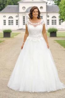 wedding photo - Brautkleider Große Größen, Großartiger Auftritt! - Crusz : Brautmode Große Größen