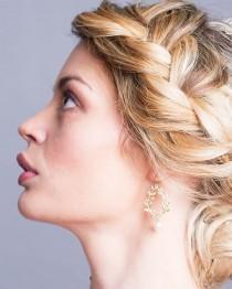 wedding photo - Bridal Earrings Bridesmaid Earrings Wedding Jewelry Laurel Wreath Earrings with Swarovski ivory Pearls Maid of Honor Bridesmaids Gift