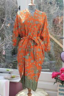 wedding photo - Silk Kimono Robe, Dressing gown, kimono jacket, Vintage silk kimono, Bridesmaid robes, Boho kimono, Bridal Robe, Kimono dress, Mango Moon