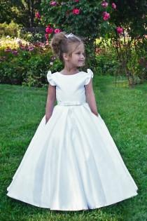wedding photo - White flower girl dress First Communion Baptism Special occasion Baby Toddler Birthday Princess Wedding girls dress