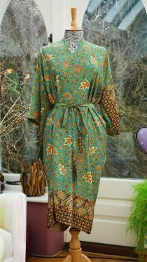 wedding photo - Green Silk Kimono Robe, mothers day, Dressing gown, Vintage kimono, Bridesmaid robes, Boho kimono, Bridal Robe, Gifts for her, Mango Moon