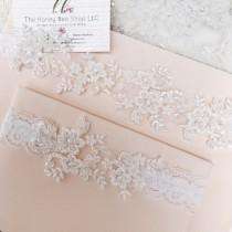 wedding photo - Light ivory wedding garter set, no slip grip garter toss keepsake gorgeous lace bridal garter belt antique white cream plus size petite flat