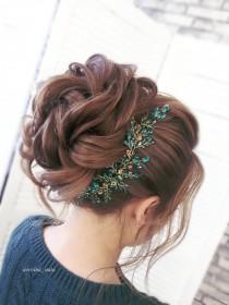 wedding photo - Emerald gold jewelry headpiece Wedding hair vine for bride Bridal hair vines