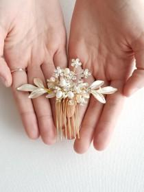 wedding photo - Gold Bridal Hair Comb with Pearls, Gold Freshwater Pearl Wedding Hair Comb, Small Gold Bridal Hair Comb
