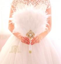 wedding photo - Bridesmaids Feather Fan Gold bouquet Bridal alternative Ostrich Feather Fan Bridal Bouquet Ivory Great Gatsby wedding style