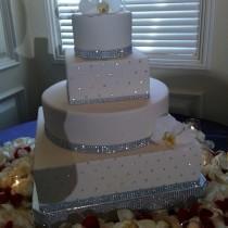 "wedding photo - 20"" or 22"" ""Square Dazzling Diamonds"" Bling Wedding Cake Stand / Cake Plateau"