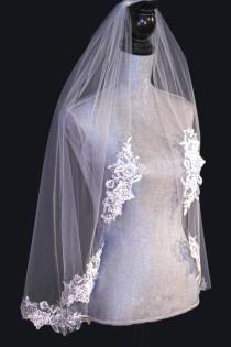 wedding photo - Lace applique edge bridal veil