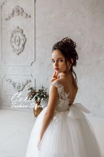 wedding photo - Wedding girl dress First communion dress Tulle flower girl dress Flower girl dress lace Ivory flower girl dress Flower dress tutu