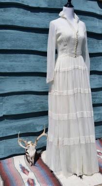 wedding photo - Breathtaking Vintage 50s Wedding Dress