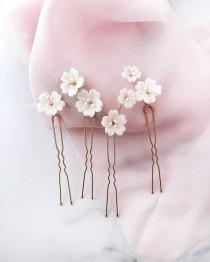 wedding photo - Wedding flower hair pins White flower hair piece Bridal flowers hairpins Floral hair pins Wedding hair piece Bridal head piece flowers