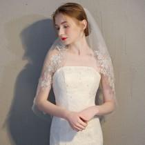 wedding photo - Ivory Cream Tulle 2 Layer Bridal Veil With Floral Lace Detail