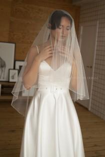 wedding photo - Wedding veil with crystals