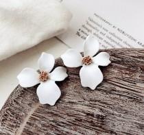 wedding photo - Flower Stud Earrings, Bridal Flower Earrings, Liliac Flower Earrings, Party Flower Earrings, Bridesmaid Stud Earrings, Flower Stud Earrings