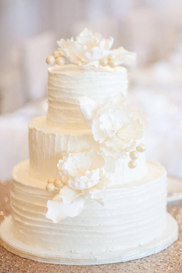 super one wedding cakes 25 amazing all white wedding cakes weddbook 20632