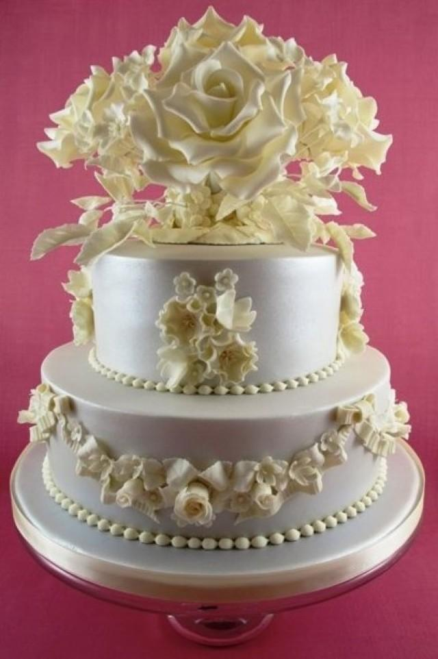 vintage inspired wedding cakes kuchen vintage wedding cake 2 2376388 weddbook 21602