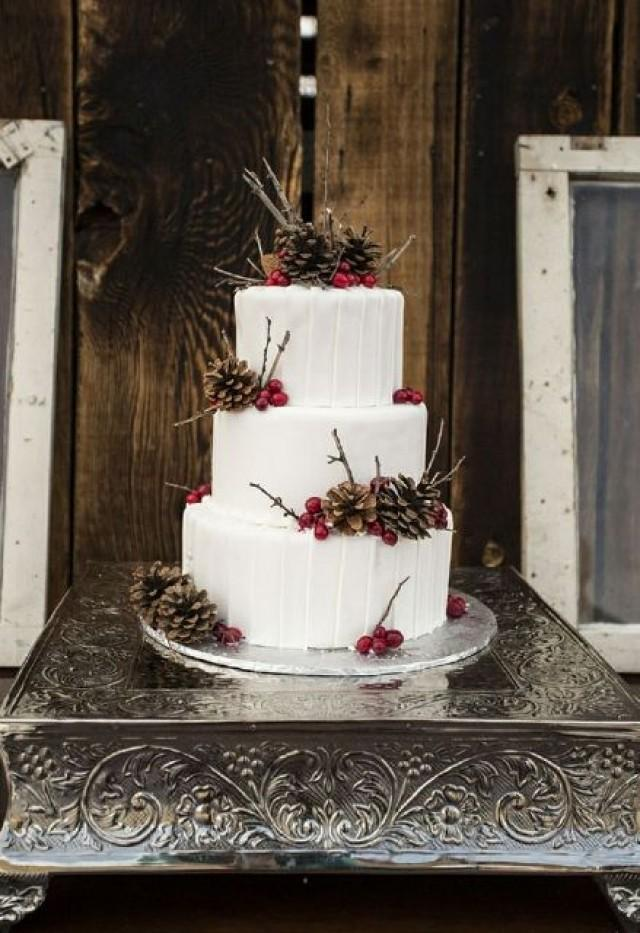 winter wedding cakes 25 winter wedding cakes decorated with berries 27557