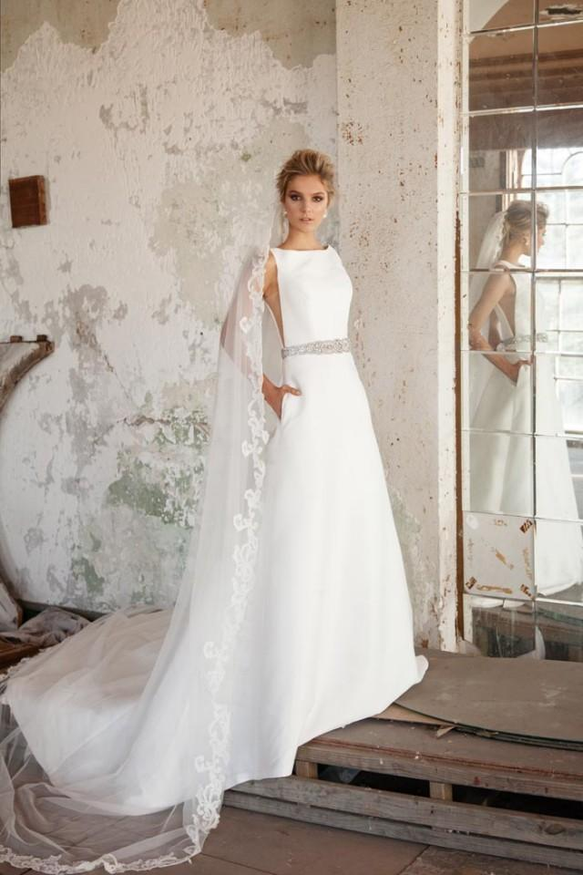 40 Simple Wedding Dresses With Standout Details Modern Weddbook