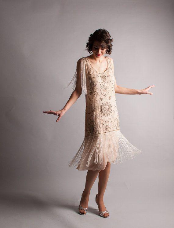 robe de mariée courte vintage champagne frangé embelli de strass à motif