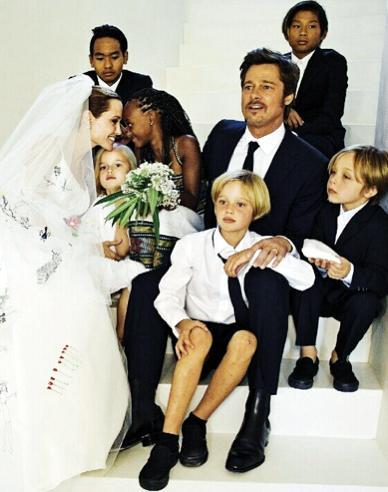 Angelina Jolie Brad Pitt Wedding 2166434 Weddbook