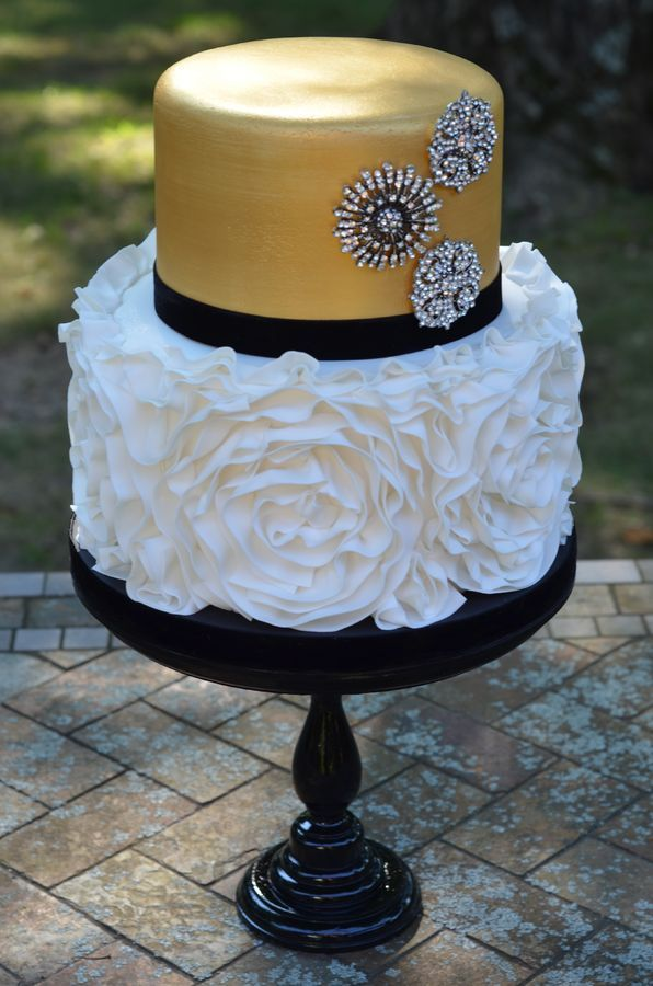 making wedding cakes ahead of time gold and silver cake 17071