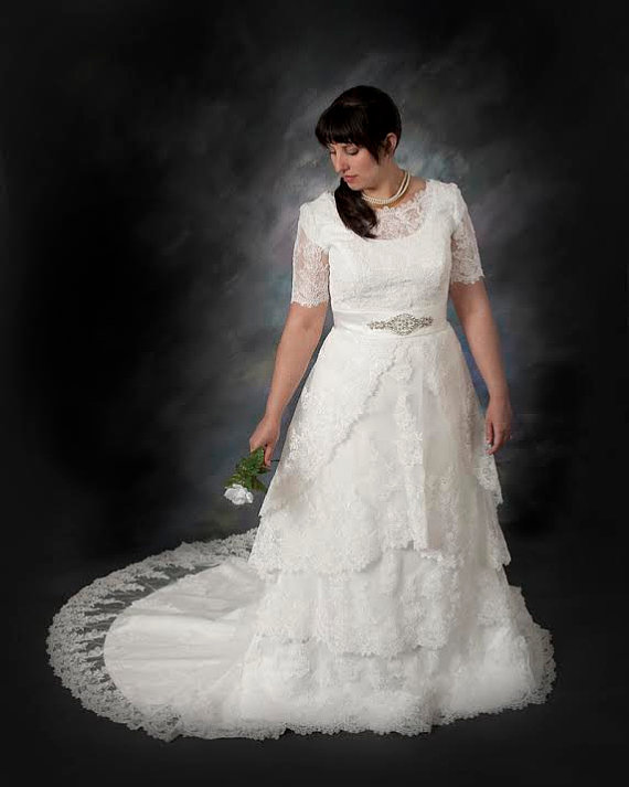 Plus Size Modest Lace Wedding Dress With Round Jewel Neck Vintage Sleeves
