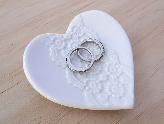 Ceramic Ring Holder Heart Shape Dish With White Lace Perfect For Wedding Pillow Gift Bearer Bowl