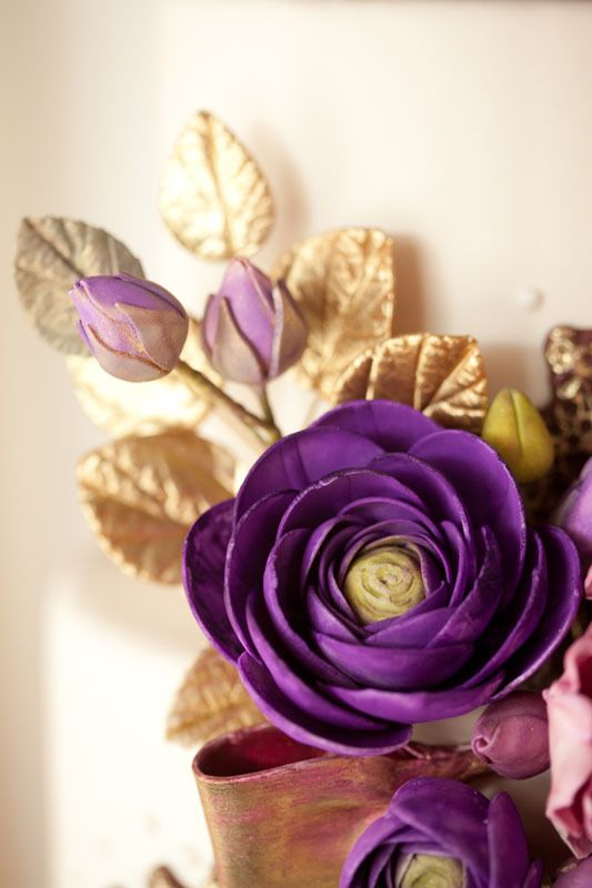 Striking Purple And Gold Color Wedding Cake