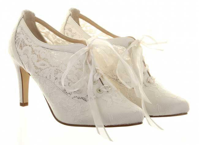 11 Super Stylish And Comfortable Winter Wedding Shoes