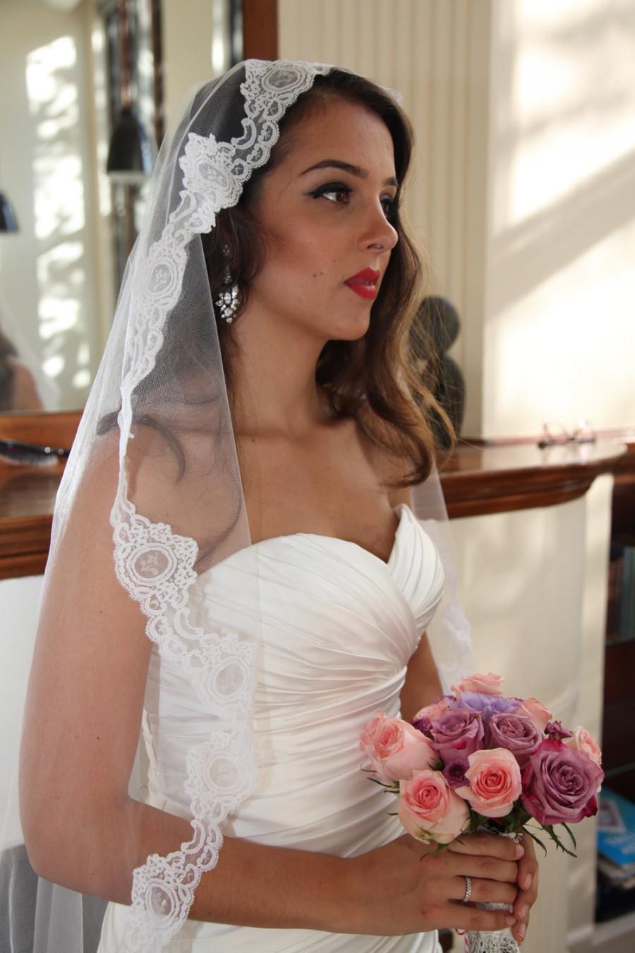 mantilla veil, lace wedding veil, 1950s inspired bridal lace