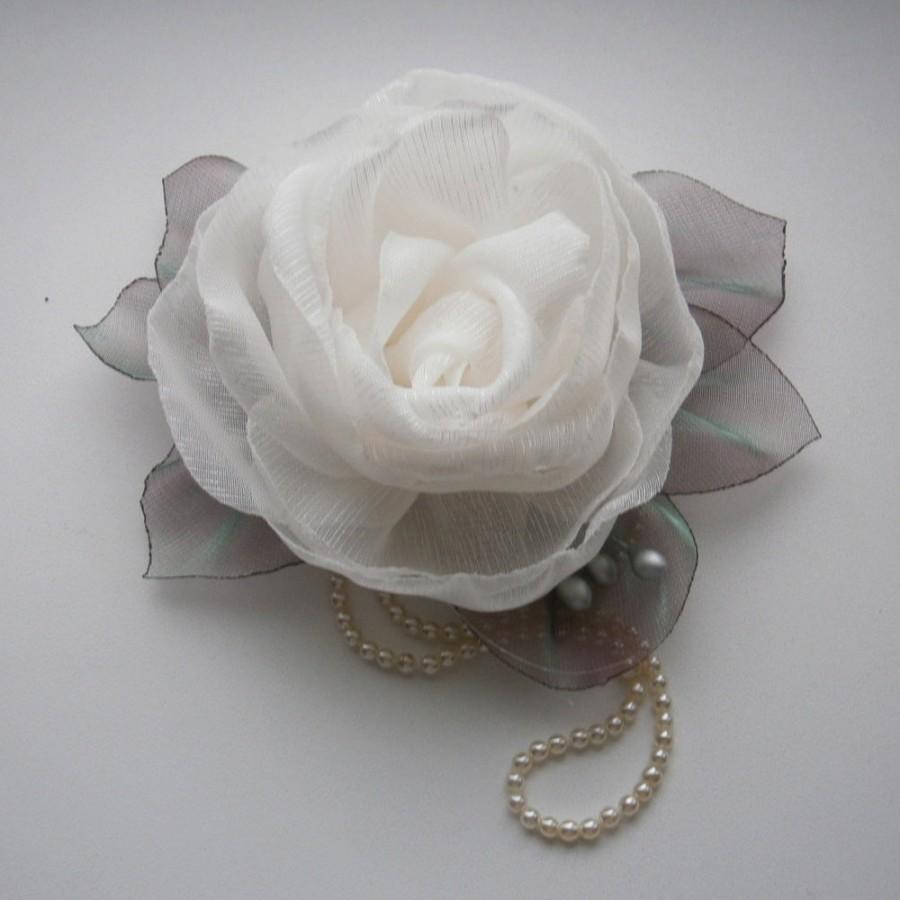 ivory wedding , bridal flower, bridal hairpiece, wedding hair