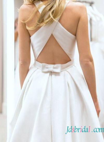 H1569 Simple Bateau Neck Criss Cross Back Wedding Dress With Pockets