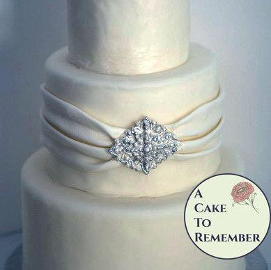 edible diamonds wedding cake shape diy wedding cake edible brooch cake brooch 13896