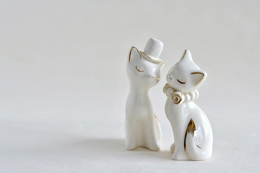 white ceramic wedding cake toppers cat cake topper wedding cake topper gold ivory white 27237